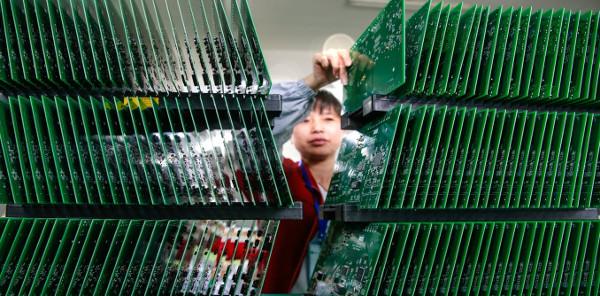Zena u fabrici